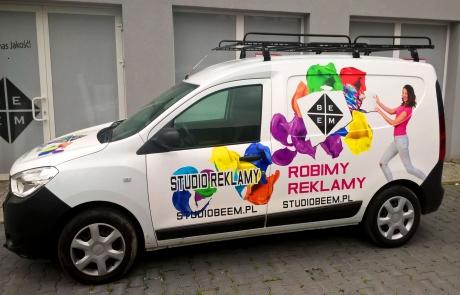 Oklejony Dacia Dokker Studia Reklamy BeeM - bok