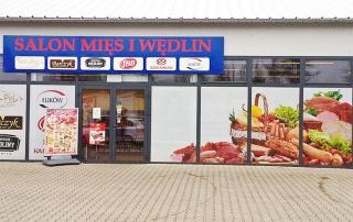Realizacja wyklejenia witryn sklepu Salon Mięs i Wędlin folią one way vision